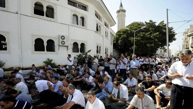 إقالة إمام تونسي رفض إقامة صلاة الجنازة على جثمان عسكري