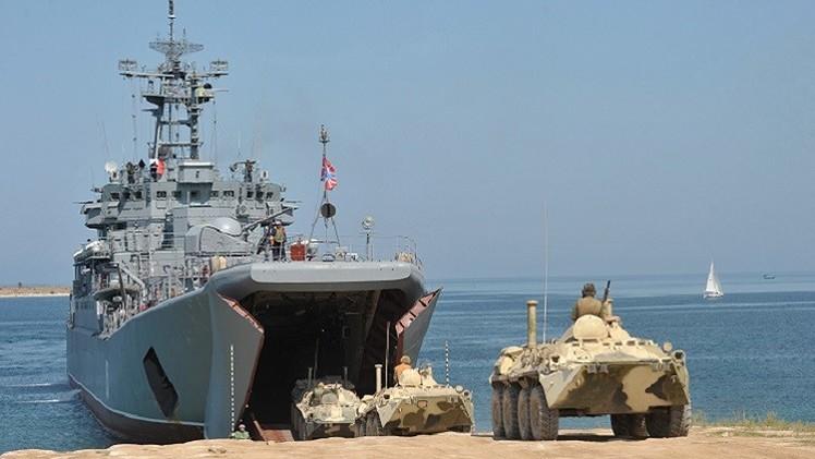 انطلاق مناورات عسكرية روسية واسعة النطاق في البحر الأسود (فيديو)