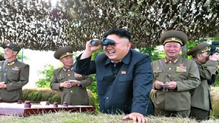 زعيم كوريا الشمالية يقود تدريبات عسكرية ويحذر الجارة الجنوبية