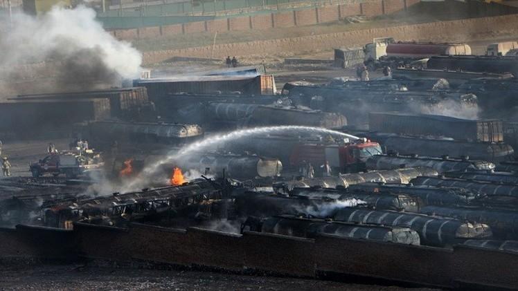 طالبان تشعل النار في 200 صهريج تنقل النفط لقوات الناتو (فيديو)