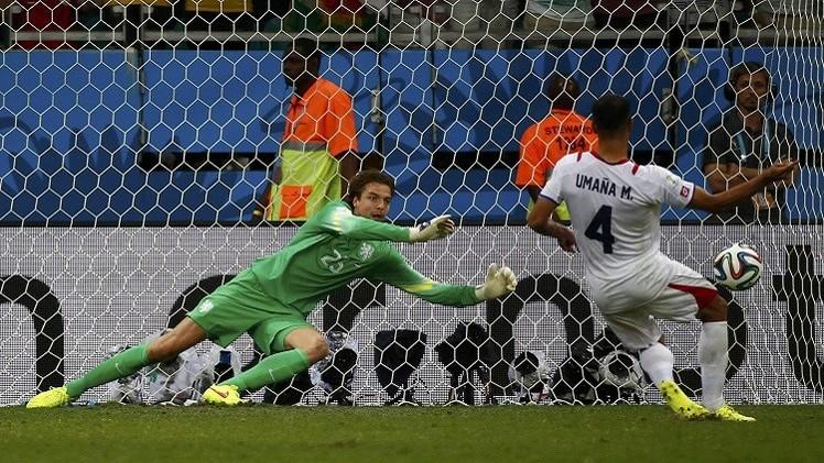هولندا تفوز بشق الأنفس على كوستاريكا وتبلغ المربع الذهبي لمونديال البرازيل