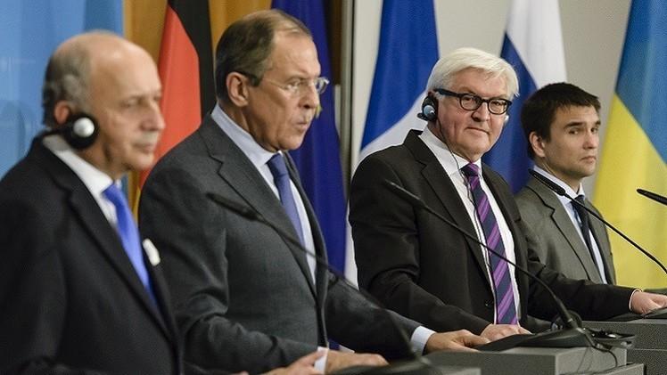 موسكو وبرلين وباريس تحث على اجتماع مجموعة الاتصال المعنية بأوكرانيا