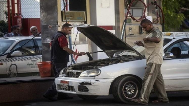 احتجاجات في مصر والسيسي يبرر رفع أسعار الوقود