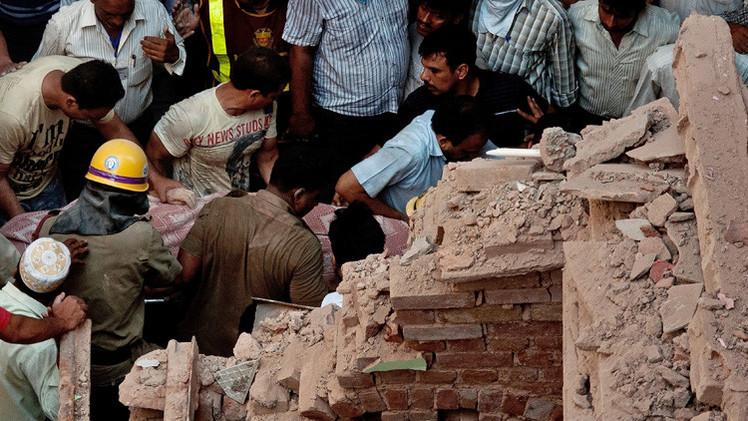 مقتل 11 إثر انهيار جدارعلى أكواخ عمال في الهند (فيديو)
