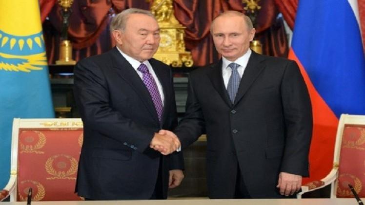 بوتين يهنئ نزاربايف بعيد ميلاده ويصفه بـ