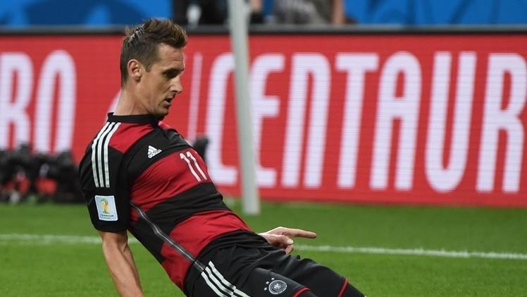 عاجل .. كلوزه يحطم رقم الظاهرة البرازيلية رونالدو بعدد الأهداف في كأس العالم