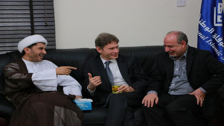 التحقيق مع زعيم جمعية بحرينية معارضة عقب لقائه بمسؤول أمريكي
