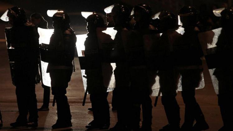 اشتباكات بين متظاهرين وقوات الأمن أمام السفارة الإسرائيلية في الأردن