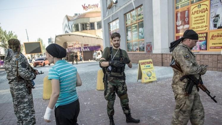 قوات الدفاع الشعبي: قصف جوي على بلدة غورلوفكا وسقوط ضحايا في إطلاق النار على ضواحي دونيتسك