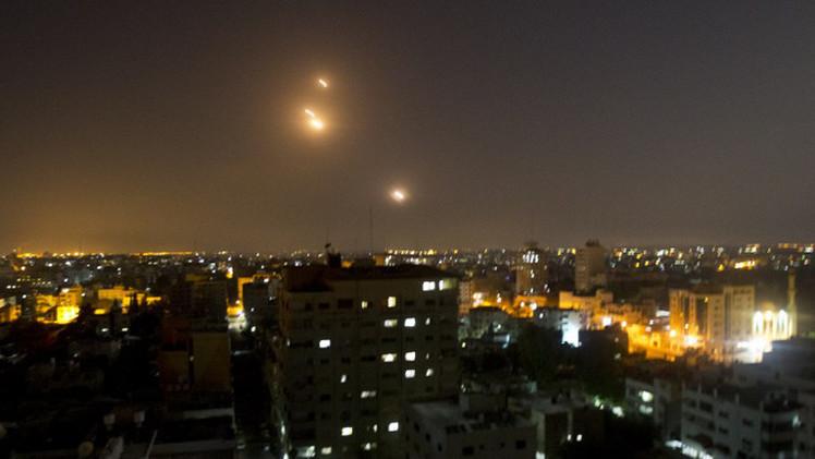 الجيش الإسرائيلي يجدد دعوته لسكان غزة بإخلاء منازلهم وصواريخ القسام تصل تل أبيب (فيديو)