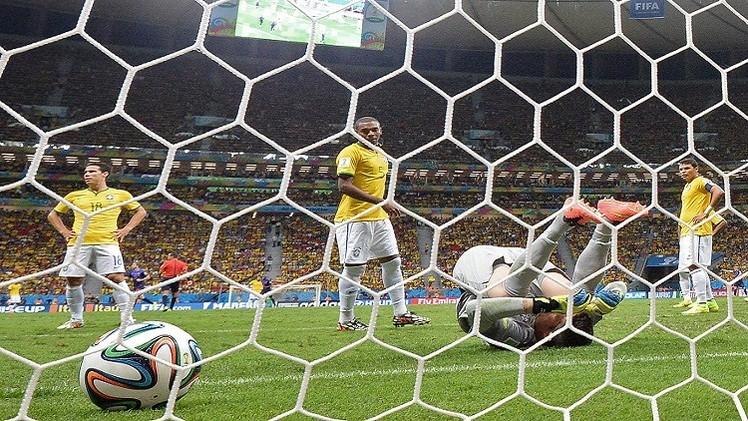 هولندا تطلق رصاصة الرحمة على المنتخب البرازيلي