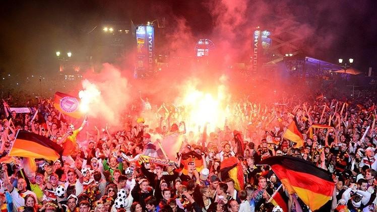 شاهد فرحة برلين بكأس العالم الرابعة وحسرة الأرجنتينيين