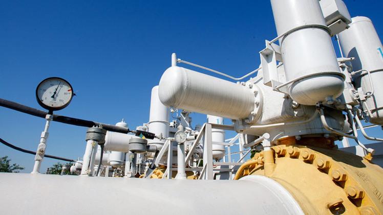 المفوضية الأوروبية: كييف غير قادرة بدون موسكو على ضمان إمدادات الغاز إلى أوروبا