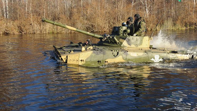 بالفيديو..اختبار عربة مدرعة حديثة في قوات المظليين الروسية