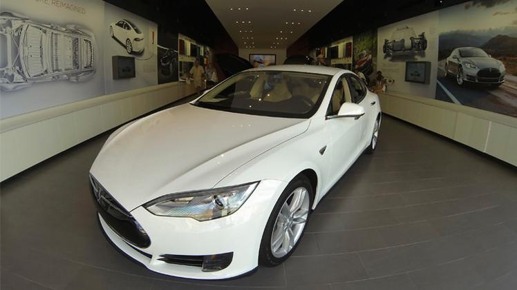 تيسلا موتورز تكشف عن سيارتها الكهربائية القادمة