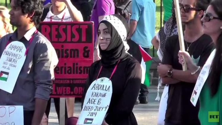 بالفيديو.. إعادة تمثيل مشاهد قتلى الفلسطينيين من قطاع غزة أمام البيت الأبيض في أمريكا