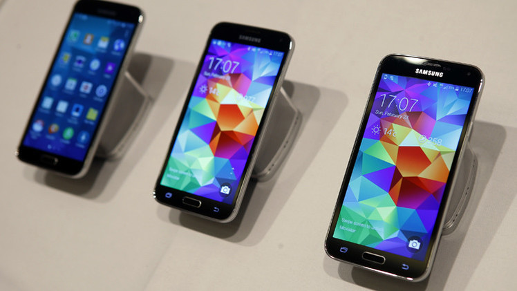 مبيعات هاتف سامسونغ غالاكسي S5 مازالت تحاول اللحاق بآبل آي فون 5S