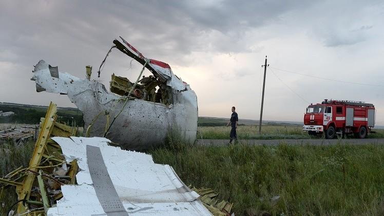 خبراء دوليون يتحرون حيثيات سقوط  الطائرة الماليزية شرقي أوكرانيا