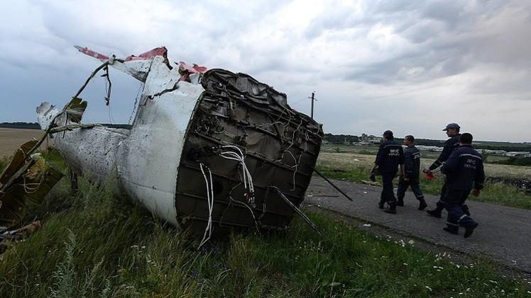 مراقبو منظمة الأمن والتعاون في أوروبا يصلون إلى مكان تحطم الطائرة الماليزية