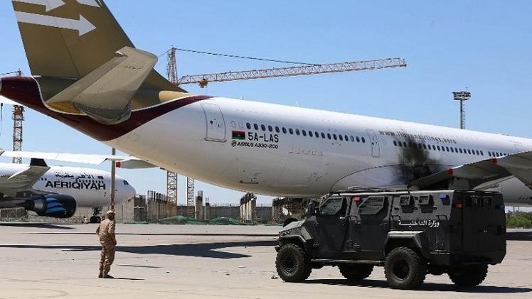 استئناف المعارك قرب مطار طرابلس رغم إعلان وقف اطلاق النار