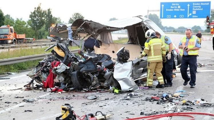 مصرع وإصابة العشرات في حادث اصطدام  3 حافلات شرق ألمانيا (فيديو)