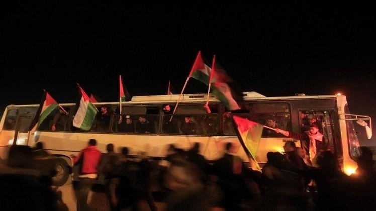 مصر تمنع وصول قافلة مساعدات لقطاع غزة لـ