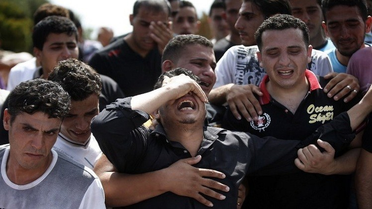 العاهل البحريني خلال لقائه عباس يرفض ويدين الهجوم الإسرائيلي على غزة