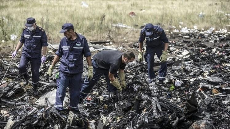 نقل صندوقي الطائرة الماليزية إلى دونيتسك بانتظار وصول ممثلي منظمة الطيران