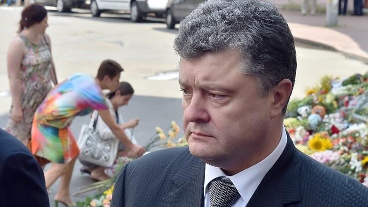 الرئيس الأوكراني يأمر بوقف إطلاق النار حول منطقة سقوط الطائرة الماليزية