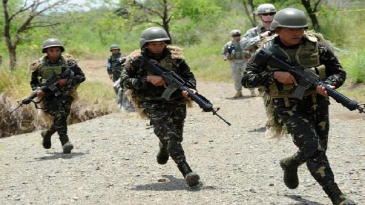 الجيش الفلبيني يقتل 17 مسلحا جنوب البلاد