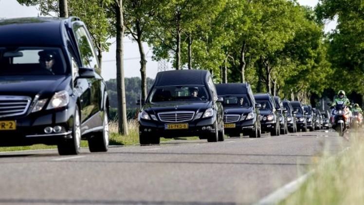 طائرات هولندا وأستراليا تواصل نقل جثث ضحايا
