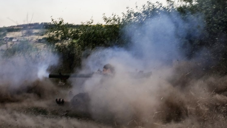 مقتل 4 مدنيين وإصابة 5 جراء قصف الجيش الأوكراني مدينة لوغانسك