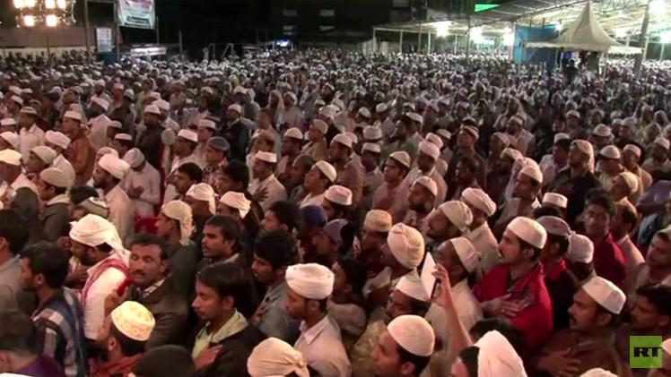 بالفيديو.. آلاف المسلمين الهنود يصلون على أرواح ضحايا العملية العسكرية الإسرائيلية على غزة