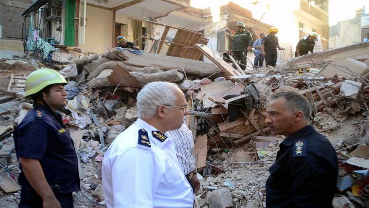 10 قتلى في انهيار مبنيين في القاهرة