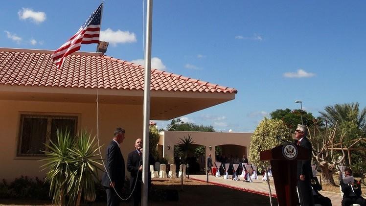 واشنطن تجلي جميع العاملين في سفارتها بطرابلس تحت حماية أمنية شديدة