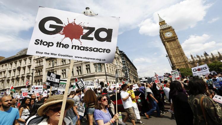 مظاهرة ضخمة أمام السفارة الإسرائيلية في لندن (فيديو)