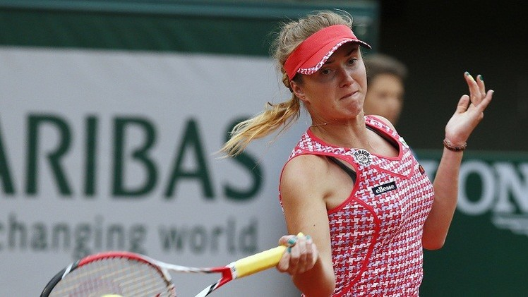 الأوكرانية سفيتولينا تتوج بلقب بطولة باكو لتنس السيدات