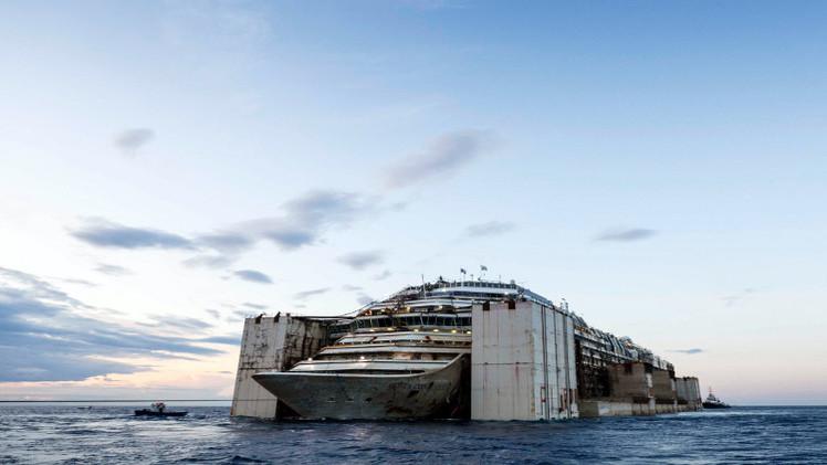 سفينة كوستا كونكورديا تصل إلى مرفأ جنوة في رحلتها الأخيرة