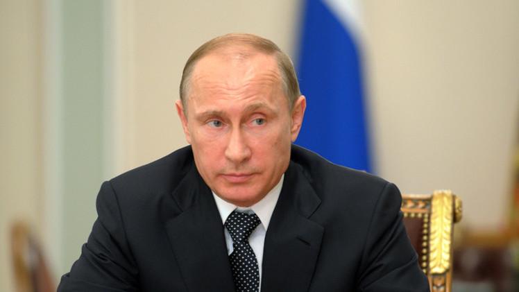 مسلمو العالم يحتفلون بعيد الفطر.. وبوتين يهنئ مسلمي روسيا