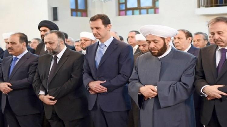 الرئيس السوري يؤدي صلاة العيد في أحد جوامع دمشق (فيديو)