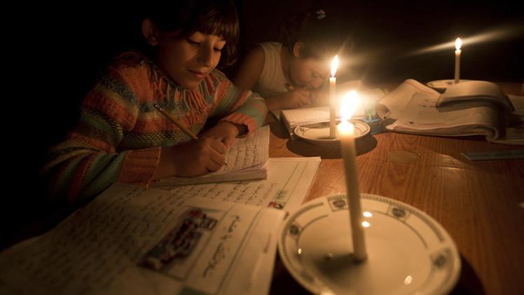 مراسلنا: انقطاع تام للمياه والكهرباء والأدوية في قطاع غزة