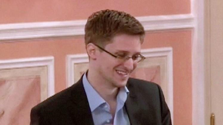 محامي سنودن: تمديد إقامته في روسيا سيقرر بعد يومين