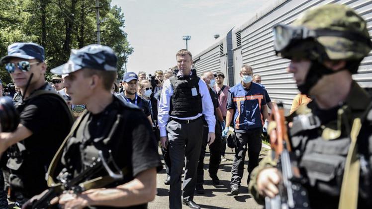 بدء عمل الخبراء الدوليين في منطقة سقوط الطائرة الماليزية في شرق أوكرانيا