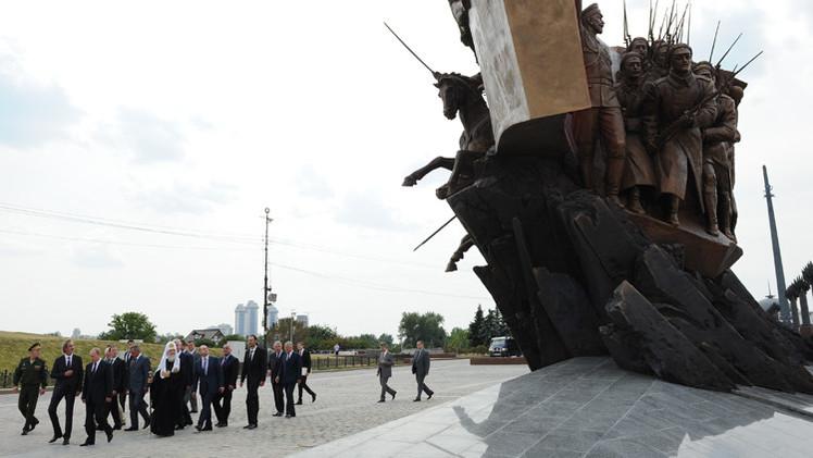 بالفيديو.. بوتين يزيح الستار عن تمثال أبطال الحرب العالمية الأولى