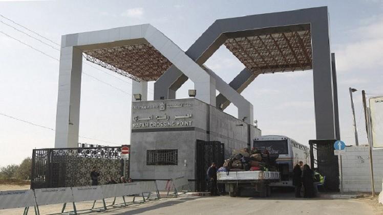 مصر تعيد فتح معبر رفح لإستقبال العالقين والحالات الإنسانية