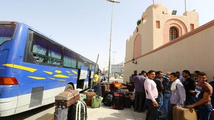منفذ السلوم البري يستقبل أكثر من 5 آلاف مصري عائد من ليبيا
