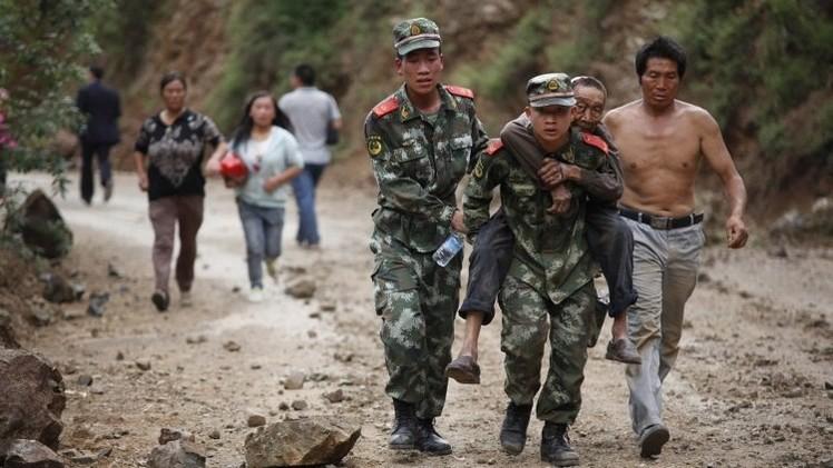 الصين تنقل قوات إضافية إلى المناطق المنكوبة في الزلزال وحصيلة الضحايا تقترب من 400  (فيديو)