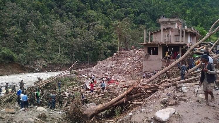 ارتفاع حصيلة ضحايا انهيار طيني في نيبال إلى 23