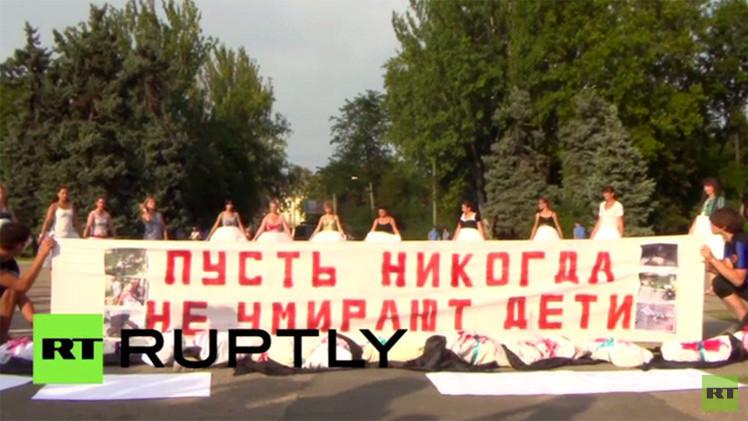 بالفيديو.. أمهات أوديسا ينظمن تجمعا احتجاجيا على الحرب في جنوب شرق أوكرانيا