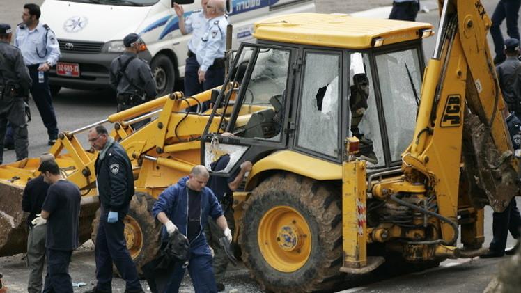 مقتل إسرائيلي وإصابة خمسة آخرين بهجوم بجرافة على حافلة في القدس